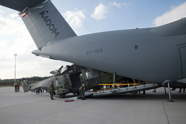 chargement-helicoptere-a400m